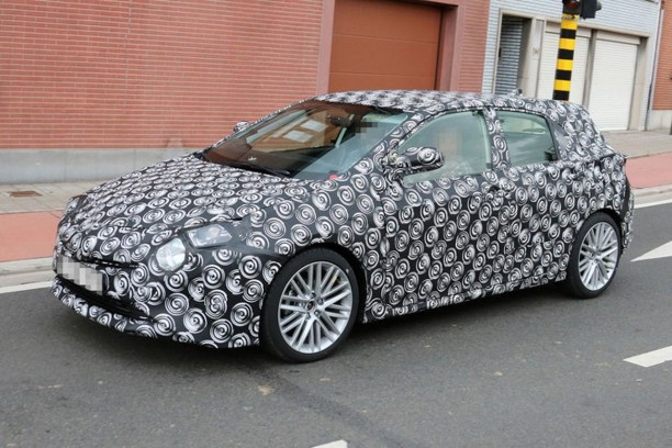 spyshots toyota auris 2018 l 39 auris plus proche de la prius l 39 argus. Black Bedroom Furniture Sets. Home Design Ideas