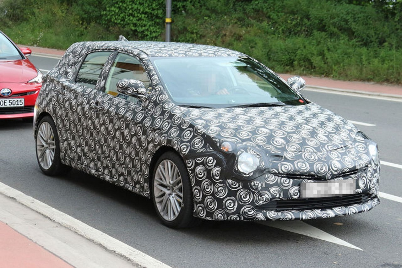 spyshots toyota auris 2018 l 39 auris plus proche de la prius photo 7 l 39 argus. Black Bedroom Furniture Sets. Home Design Ideas