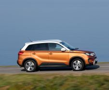 Suzuki Vitara 2015 orange profil droit