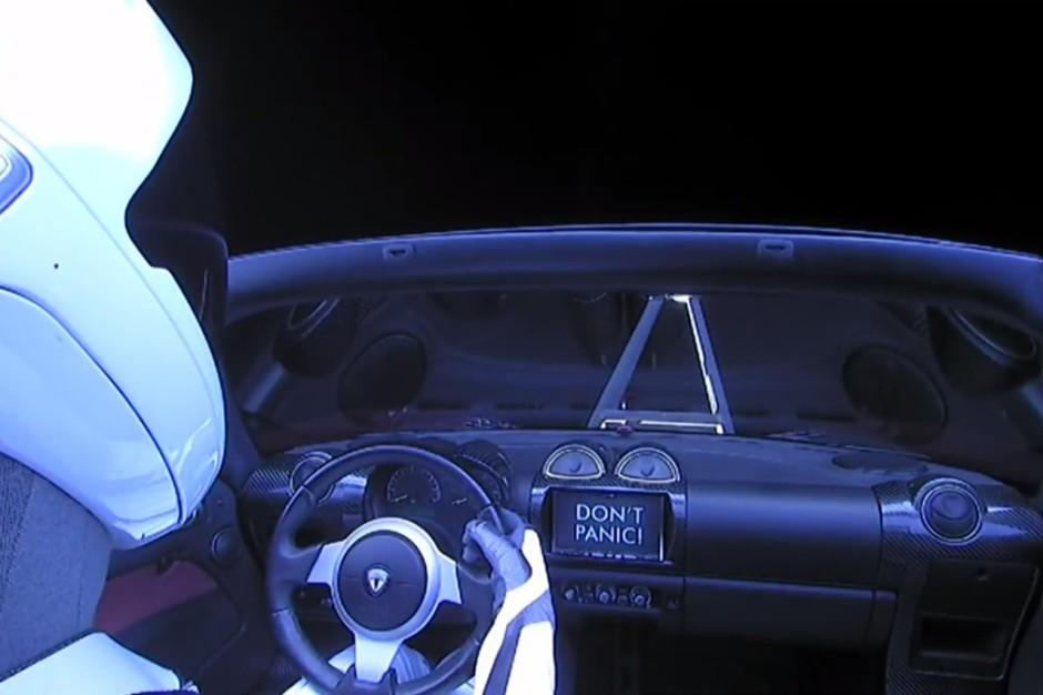 vid o tesla lance la premi re voiture dans l 39 espace photo 2 l 39 argus. Black Bedroom Furniture Sets. Home Design Ideas