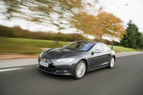 tesla model s sur route