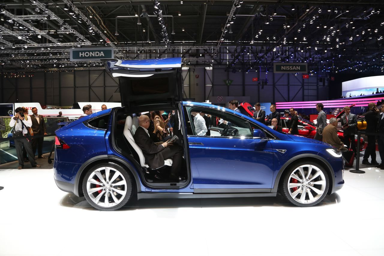 prix tesla model x des tarifs fran ais partir de 87. Black Bedroom Furniture Sets. Home Design Ideas