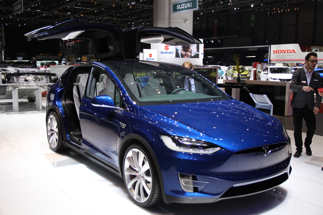 gen ve 2016 le tesla model x dans sa version de s rie au salon photo 24 l 39 argus. Black Bedroom Furniture Sets. Home Design Ideas