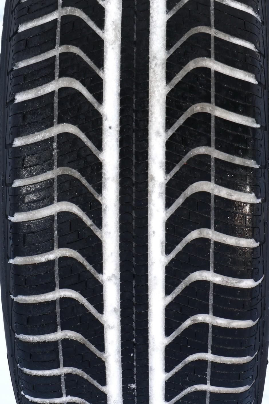test pneus toutes saisons la bonne alternative aux pneus hiver photo 47 l 39 argus. Black Bedroom Furniture Sets. Home Design Ideas