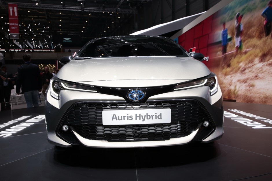 toyota auris  elle sera uniquement hybride en france photo  largus