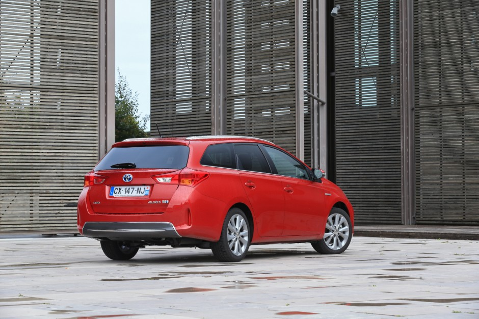 essai du break toyota auris touring sports 136h 2013 photo 2 l 39 argus. Black Bedroom Furniture Sets. Home Design Ideas
