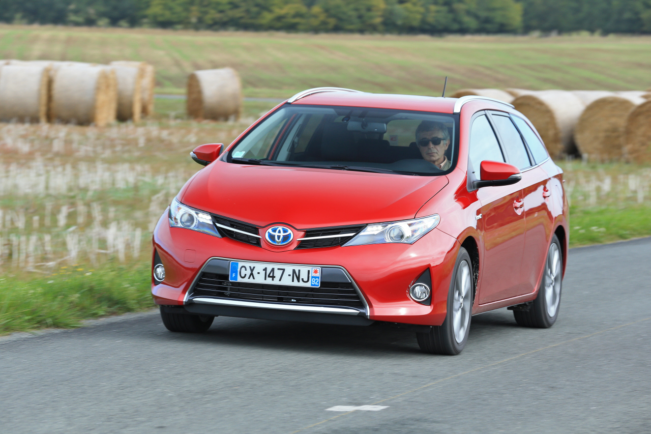 essai du break toyota auris touring sports 136h 2013 photo 6 l 39 argus. Black Bedroom Furniture Sets. Home Design Ideas