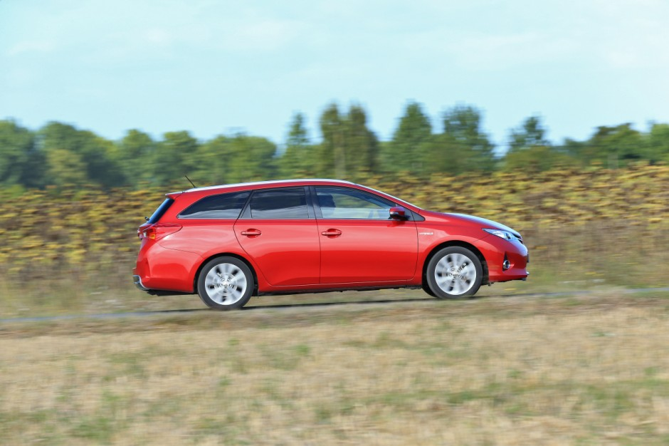 essai du break toyota auris touring sports 136h 2013 photo 9 l 39 argus. Black Bedroom Furniture Sets. Home Design Ideas