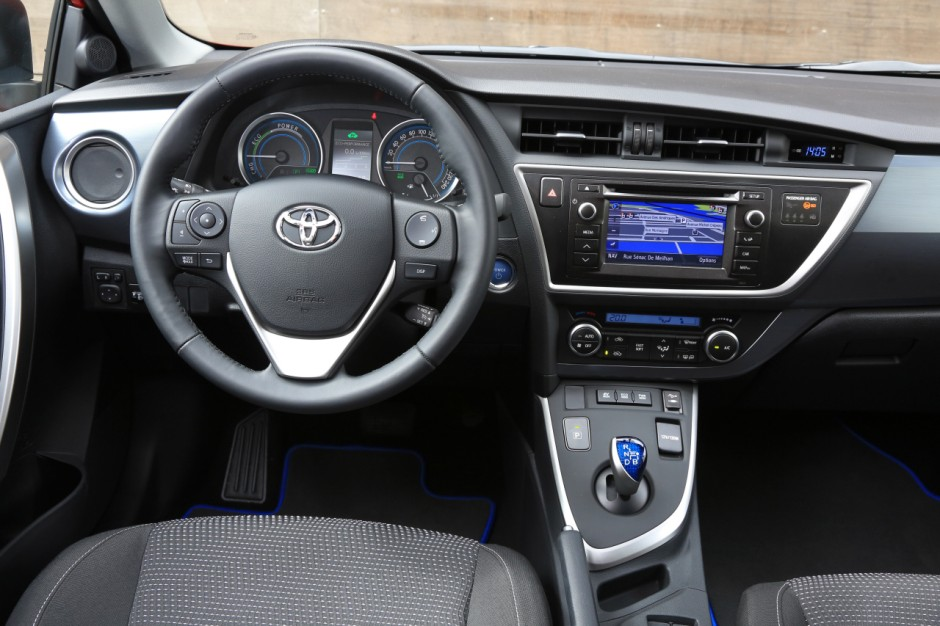 essai du break toyota auris touring sports 136h 2013 photo 12 l 39 argus. Black Bedroom Furniture Sets. Home Design Ideas