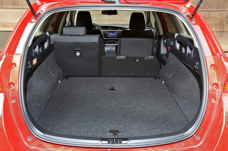 essai du break toyota auris touring sports 136h 2013 photo 18 l 39 argus. Black Bedroom Furniture Sets. Home Design Ideas