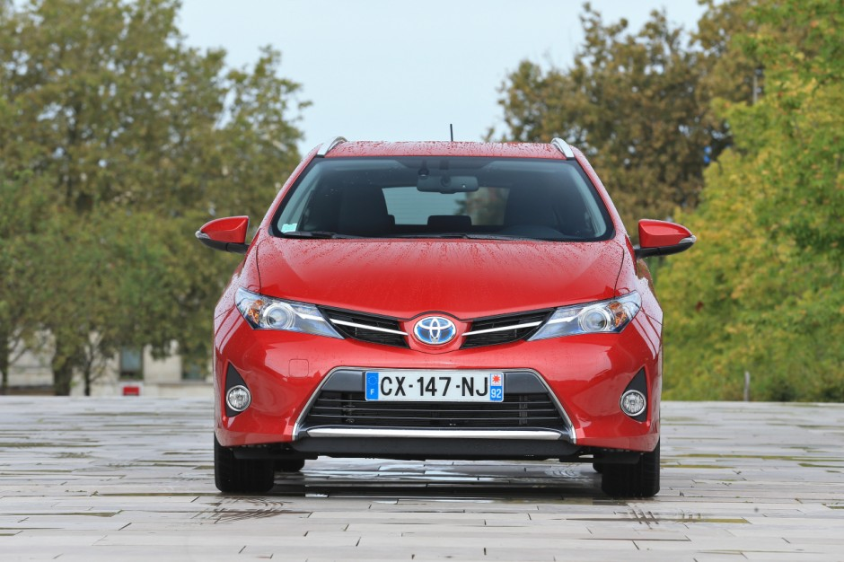 essai du break toyota auris touring sports 136h 2013 photo 21 l 39 argus. Black Bedroom Furniture Sets. Home Design Ideas