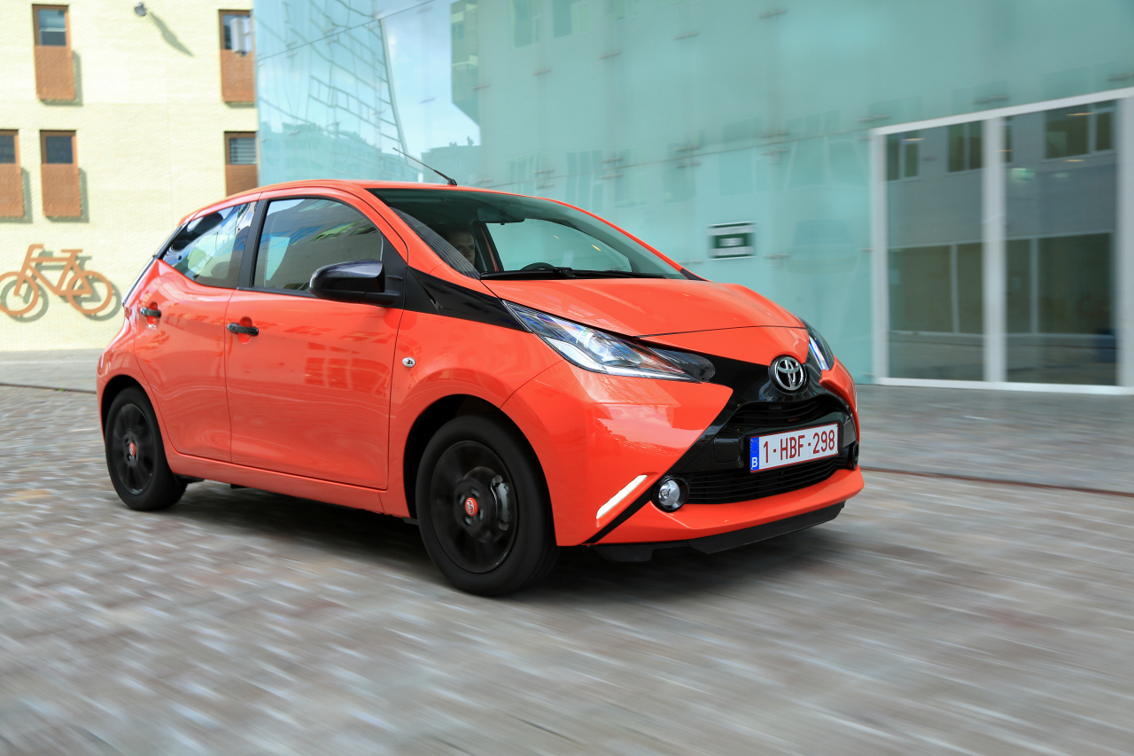 essai toyota aygo 1 0 vvti essence de 69 ch 2014 photo 4 l 39 argus. Black Bedroom Furniture Sets. Home Design Ideas