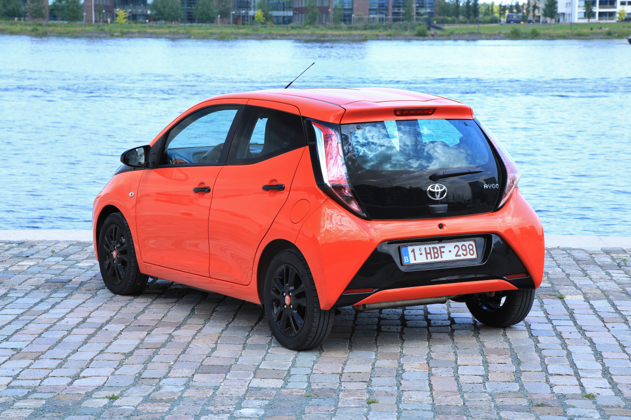 essai toyota aygo 1 0 vvti essence de 69 ch 2014 photo 9 l 39 argus. Black Bedroom Furniture Sets. Home Design Ideas
