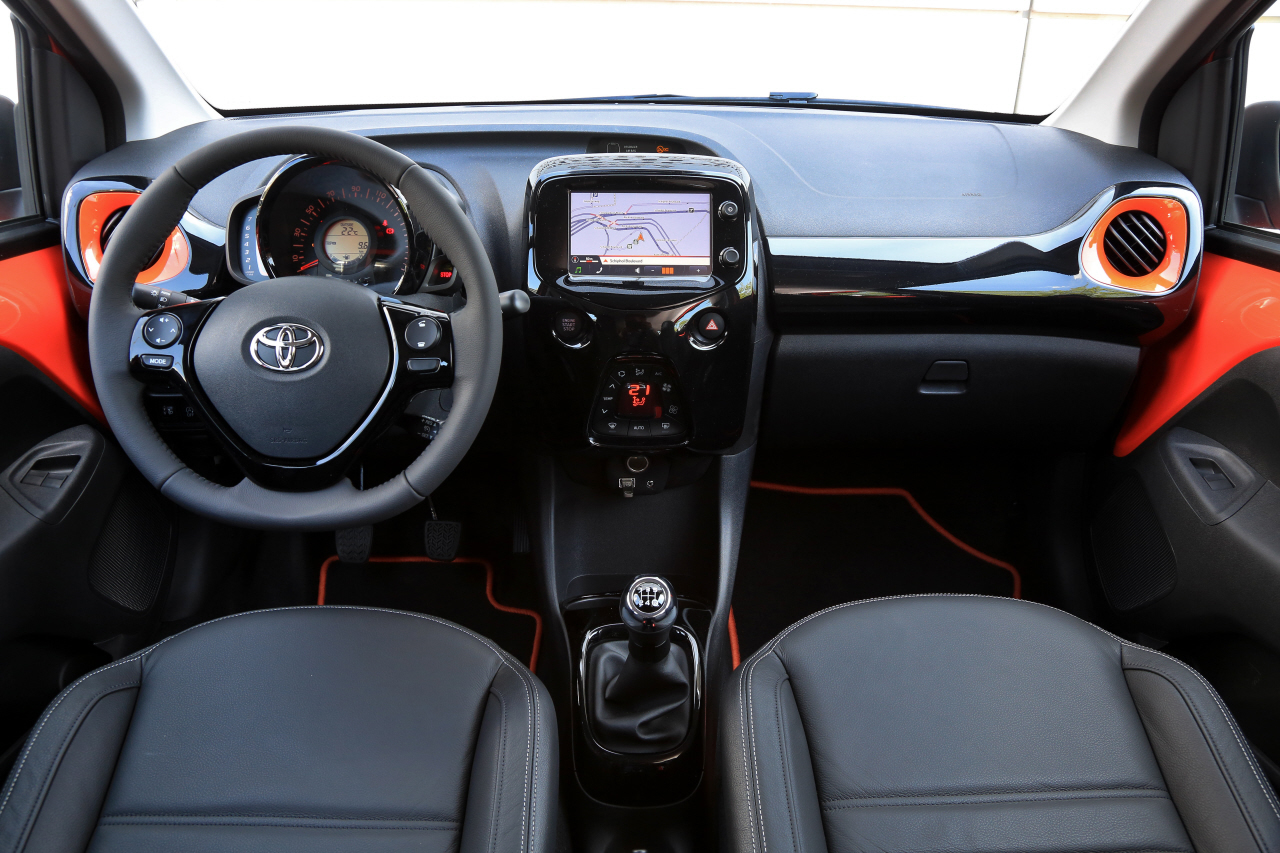 essai toyota aygo 1 0 vvti essence de 69 ch 2014 photo 13 l 39 argus. Black Bedroom Furniture Sets. Home Design Ideas