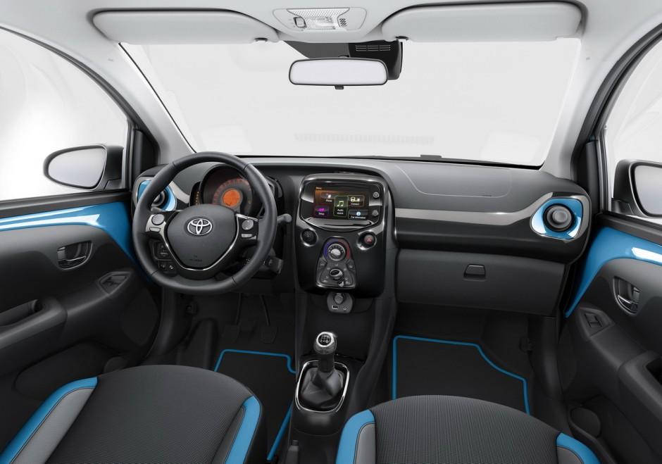 Toyota Aygo (2015) : nouvelle finition x-cite Bleu Cyan ...