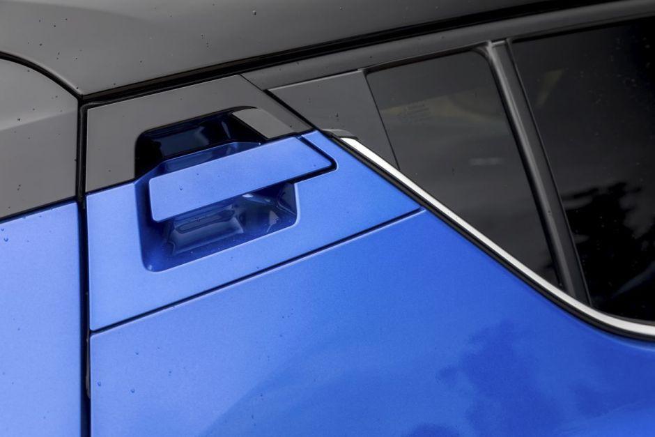 2019 - [Renault] Clio V (BJA) - Page 8 Toyota-c-hr-hybrid-graphic-28