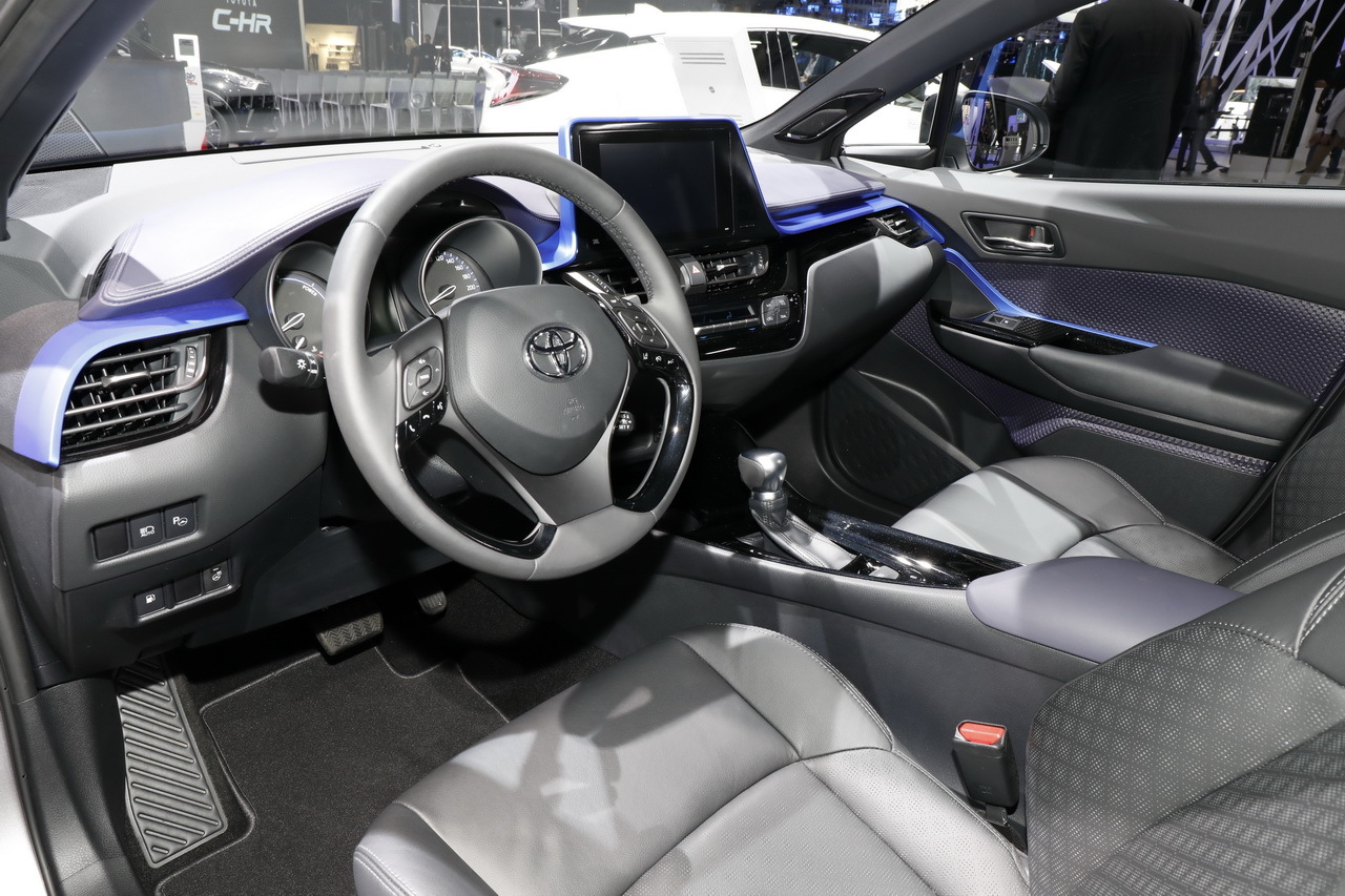 Toyota c hr dernier salon avant commercialisation for Interieur toyota chr