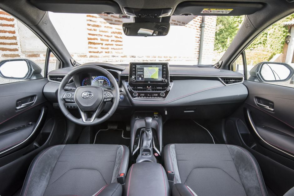 [Image: toyota-corolla-hybride-180h-2019-rouge-3...quality=80]