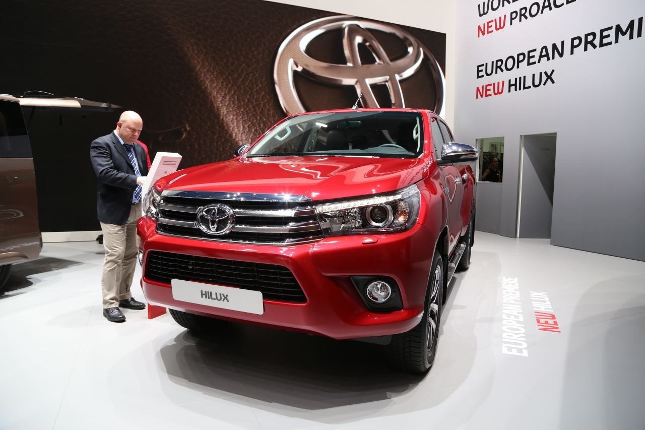 toyota hilux 2016 big benne gen ve l 39 argus. Black Bedroom Furniture Sets. Home Design Ideas
