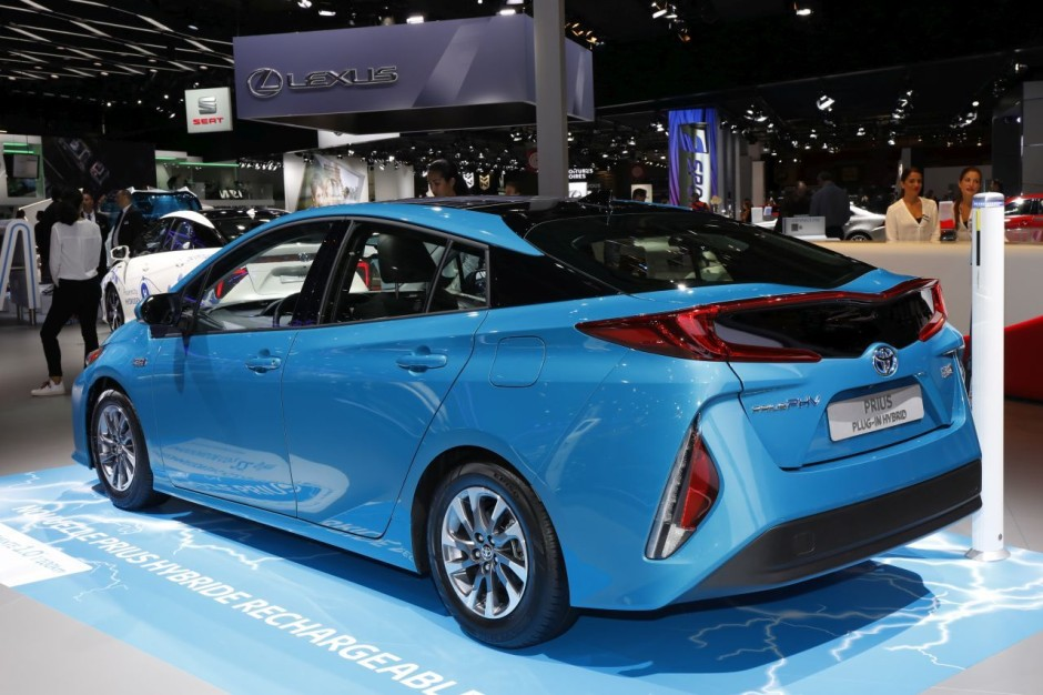 toyota prius vs hyundai ioniq le match des hybrides rechargeables photo 18 l 39 argus. Black Bedroom Furniture Sets. Home Design Ideas