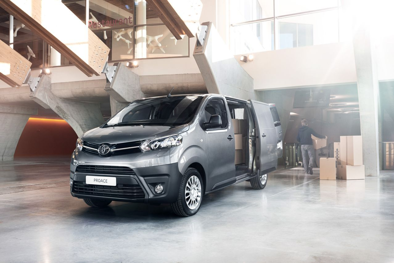 toyota proace 2016 un utilitaire raffin photo 5 l 39 argus. Black Bedroom Furniture Sets. Home Design Ideas