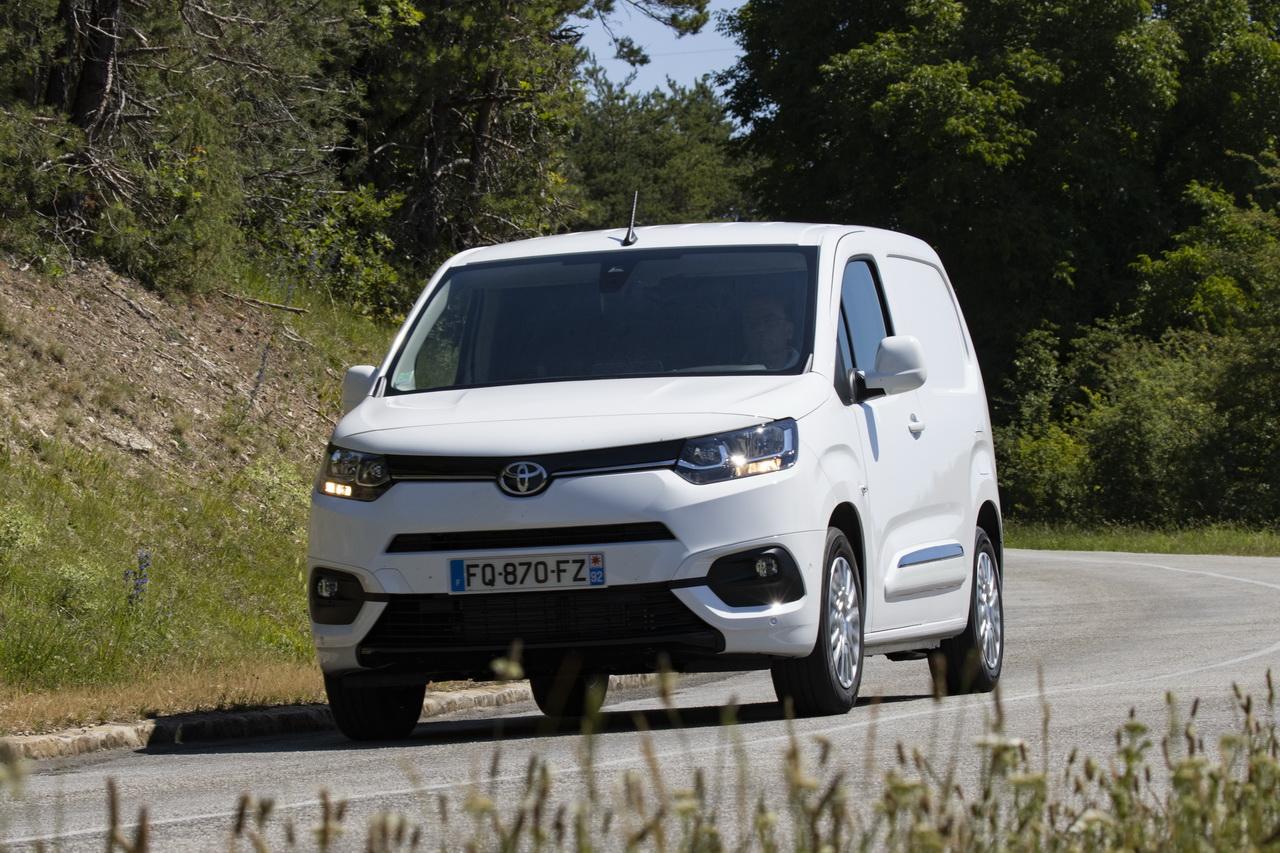 2018 - [Peugeot/Citroën/Opel] Rifter/Berlingo/Combo [K9] - Page 8 Toyota-proace-city-essai-2020-67redimensionner