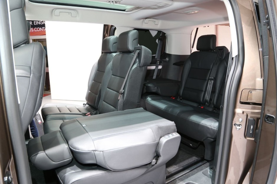 toyota proace verso 2016 la passion du transport de troupes photo 9 l 39 argus. Black Bedroom Furniture Sets. Home Design Ideas