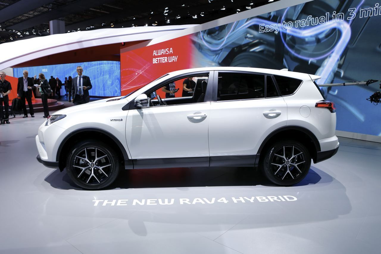 salon de francfort 2015 toyota rav4 hybride retour en gr ce l 39 argus. Black Bedroom Furniture Sets. Home Design Ideas