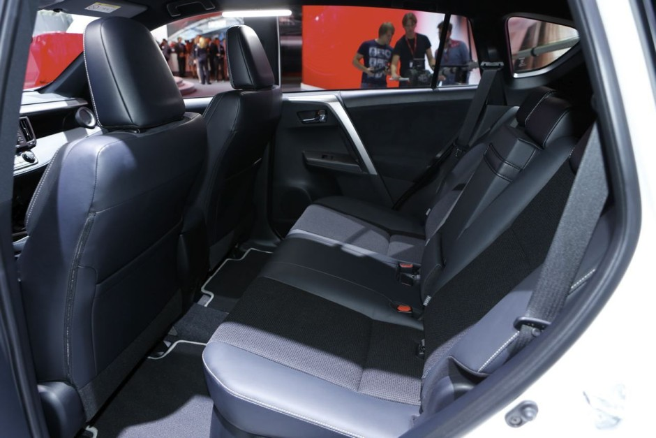 salon de francfort 2015 toyota rav4 hybride retour en gr ce photo 20 l 39 argus. Black Bedroom Furniture Sets. Home Design Ideas