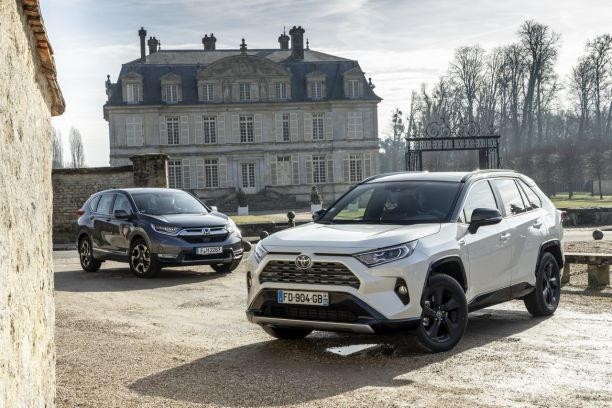 essai comparatif le toyota rav4 hybride d fie le honda cr v hybrid l 39 argus. Black Bedroom Furniture Sets. Home Design Ideas