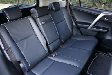 au volant du toyota rav4 hybride l 39 argus. Black Bedroom Furniture Sets. Home Design Ideas