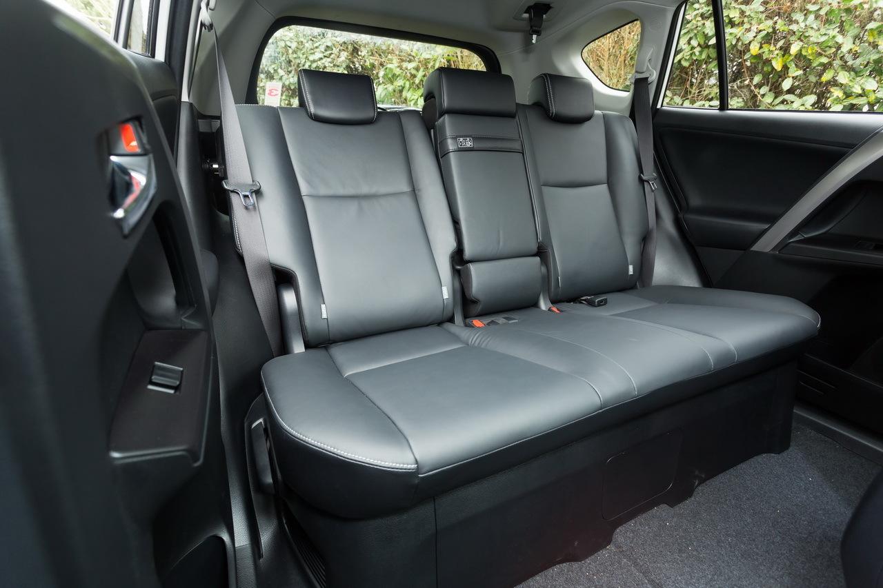 essai toyota rav4 diesel ou hybride lequel choisir en. Black Bedroom Furniture Sets. Home Design Ideas