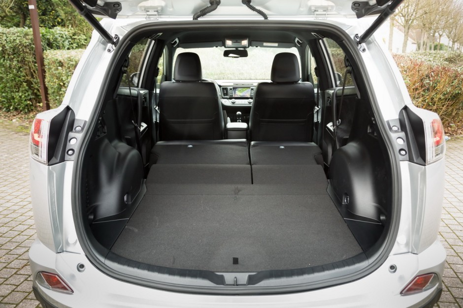 essai toyota rav4 diesel ou hybride lequel choisir en 2016 photo 50 l 39 argus. Black Bedroom Furniture Sets. Home Design Ideas