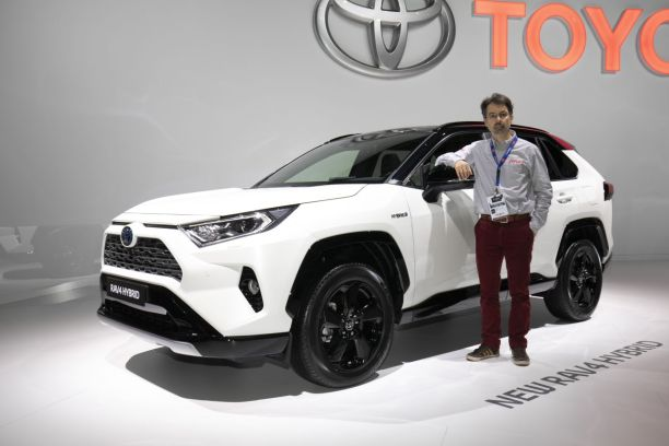 toyota rav4 hybrid premi re europ enne paris du nouveau rav4 l 39 argus. Black Bedroom Furniture Sets. Home Design Ideas