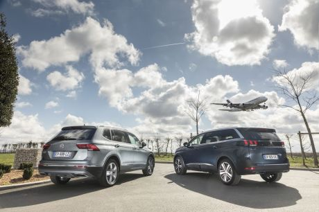 essai comparatif le volkswagen tiguan allspace d fie le peugeot 5008 l 39 argus. Black Bedroom Furniture Sets. Home Design Ideas