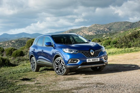 Renault Kadjar MY 2019 1.3 TCE: Static outside the right front mountain