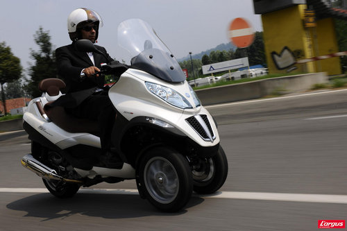 scooter mp3 400 vitesse maxi. Black Bedroom Furniture Sets. Home Design Ideas