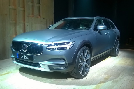 Volvo dévoile sa nouvelle V90 Cross Country