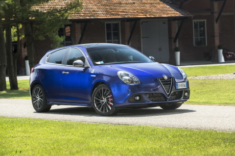 fiche technique alfa romeo giulietta quadrifoglio verde l 39 argus. Black Bedroom Furniture Sets. Home Design Ideas