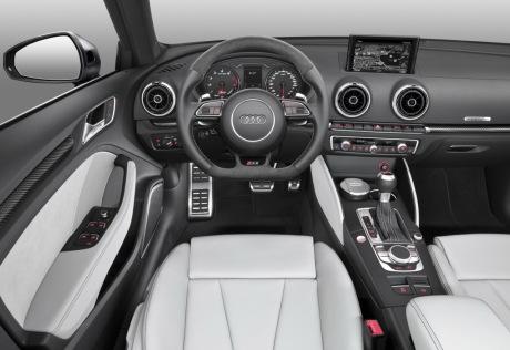 Audi rs3 sportback 2015 367 ch sous le capot l 39 argus for Interieur audi s3 2000