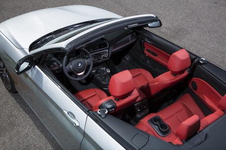 la bmw s rie 2 coup passe en mode cabriolet l 39 argus. Black Bedroom Furniture Sets. Home Design Ideas