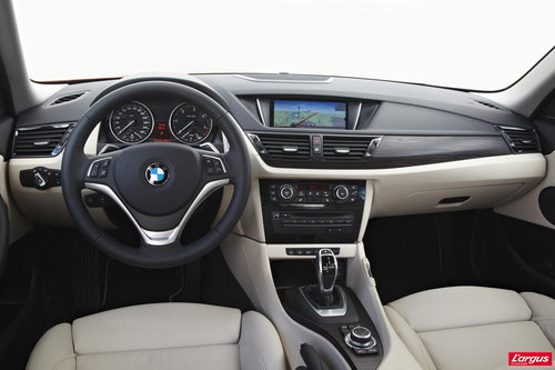 bmw x1 du muscle sous le capot mondial de l 39 auto 2012. Black Bedroom Furniture Sets. Home Design Ideas