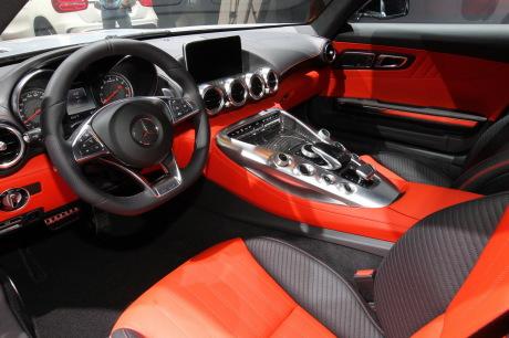 Mondial auto 2014 mercedes d voile sa nouvelle supercar for Interieur de voiture de luxe