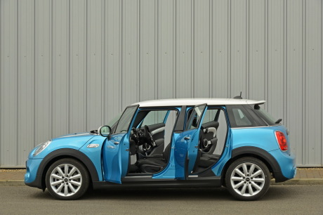 essai nouvelle mini 5 portes une mini cooper sd moins mini l 39 argus. Black Bedroom Furniture Sets. Home Design Ideas
