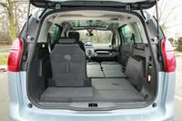 ford grand c max tdci 140 et peugeot 5008 hdi 150 l 39 argus. Black Bedroom Furniture Sets. Home Design Ideas