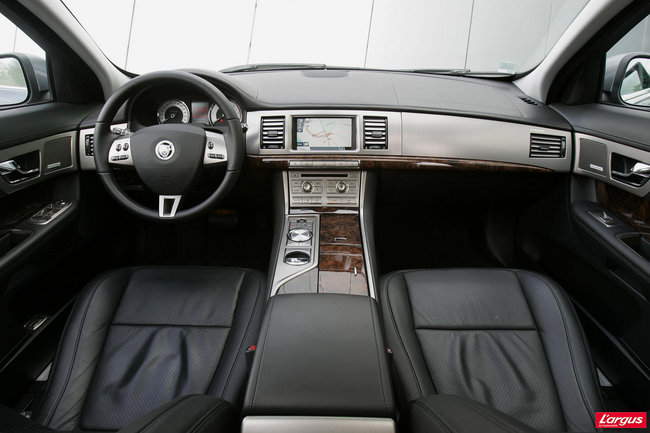 jaguar xf au volant. Black Bedroom Furniture Sets. Home Design Ideas
