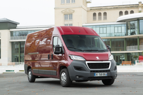 le renault trafic lu utilitaire de l 39 ann e 2015 l 39 argus. Black Bedroom Furniture Sets. Home Design Ideas