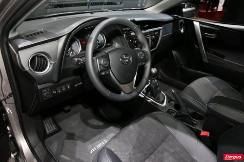 toyota auris stand toyota mondial de l 39 auto 2012. Black Bedroom Furniture Sets. Home Design Ideas