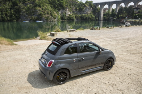 essai abarth 595c competizione 2015 un cabriolet gti de poche l 39 argus. Black Bedroom Furniture Sets. Home Design Ideas