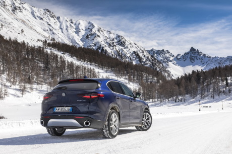 essai alfa romeo stelvio 2017 notre avis sur le 2 2 diesel 210 ch l 39 argus. Black Bedroom Furniture Sets. Home Design Ideas